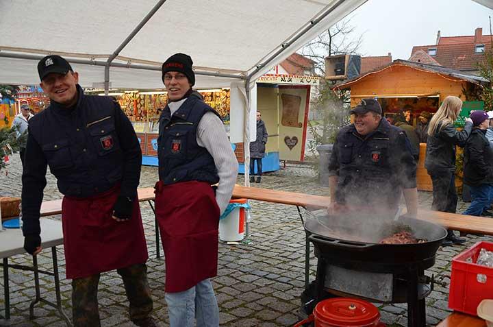 Kochen auf dem Weihnachtsmarkt