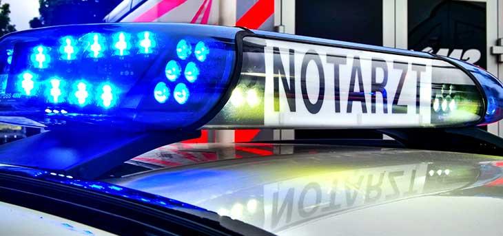 Das Blaulicht von einem Notarzt und einem Rettungswagen